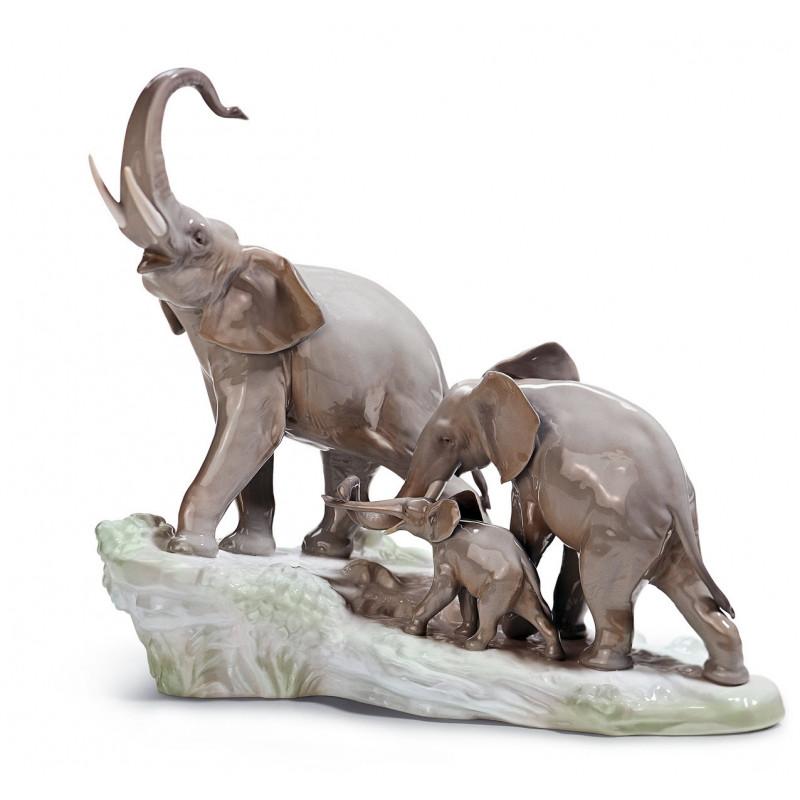 Прогулка слонов  LLADRO