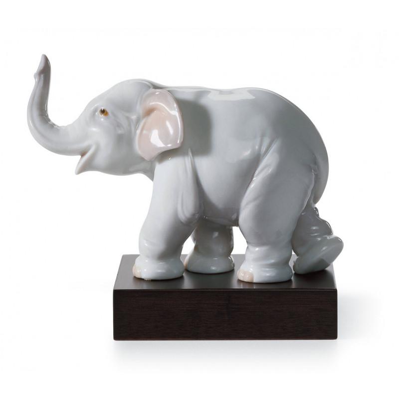Статуэтка Счастливый слоненок Lladro 01008036