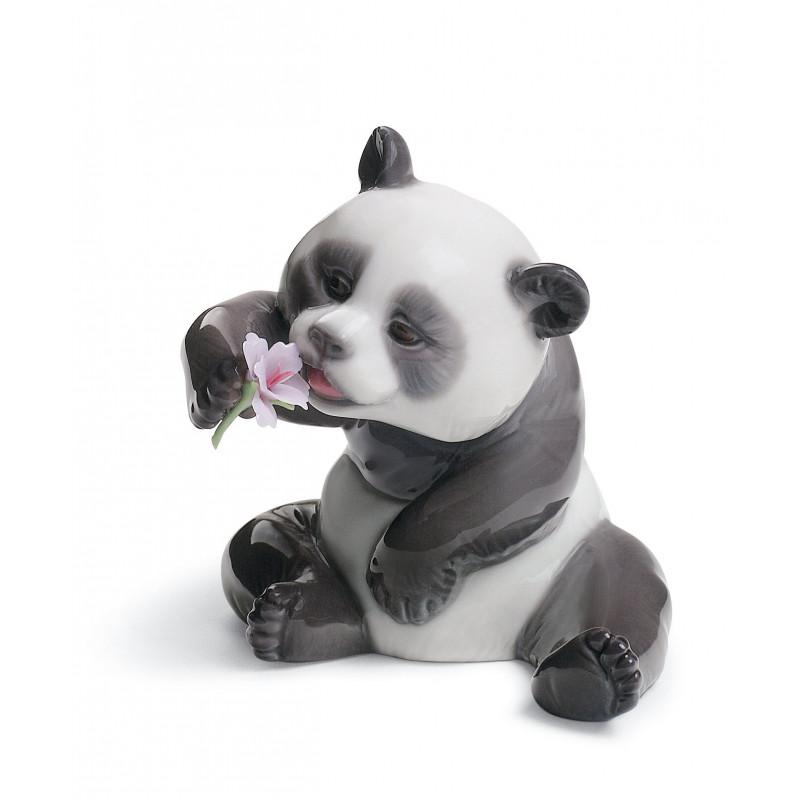 Панда с цветком LLADRO